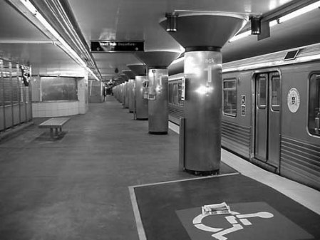 0200 subway platform philly2000 MVC-006S 06-08-09u